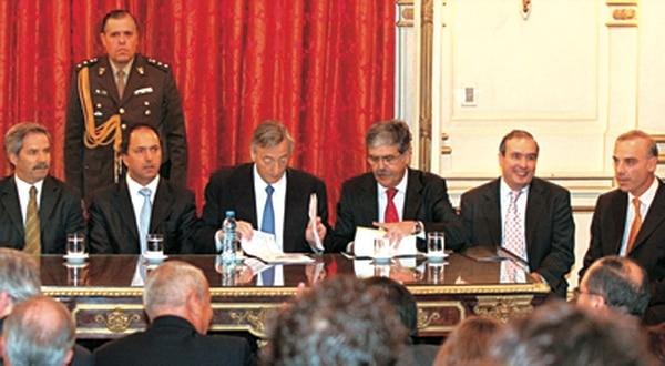 Claudio Uberti en un acto junto al presidente Néstor Kirchner y Julio De Vido