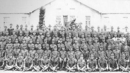 Oficiales científicos de la Unidad 731. Fotografía tomada el 25 de Junio de 1943, en el 8º aniversario de su creación.