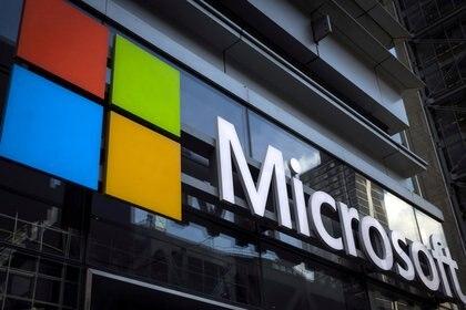 El logo de Microsoft en las oficinas de la empresa en Nueva York (REUTERS/Mike Segar/Archivo)