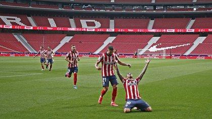Tras el empate del Barcelona, Atlético de Madrid va en búsqueda de un triunfo que lo deje a un paso del título: hora, TV y formaciones
