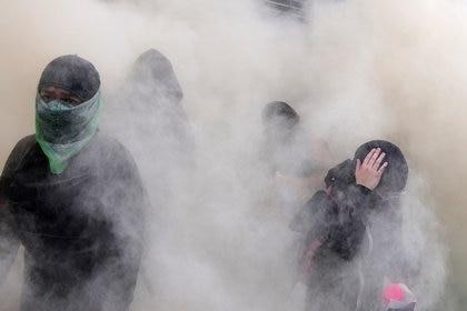 Aunque a Dora le asustaban las encapuchadas, durante la marcha comprendió su manera de protestar (Foto: Reuters)