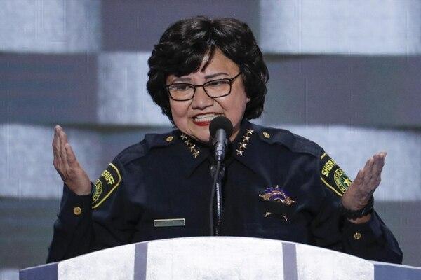 En su tiempo de sheriff de Dallas: Lupe Valdezdejó el cargo para buscar la gobernación. (AP Foto/J. Scott Applewhite)