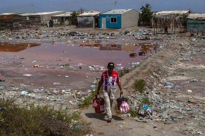 En Tasajera las personas viven en medio de las basuras pues no hay servicio de alcantarillado ni recolección de residuos.  (Foto: Roger Urieles)