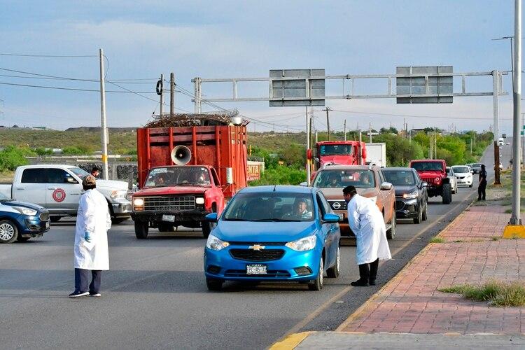 El personal médico denunció que tuvieron que comprar insumos (Foto: EFE/Andrés Landa)