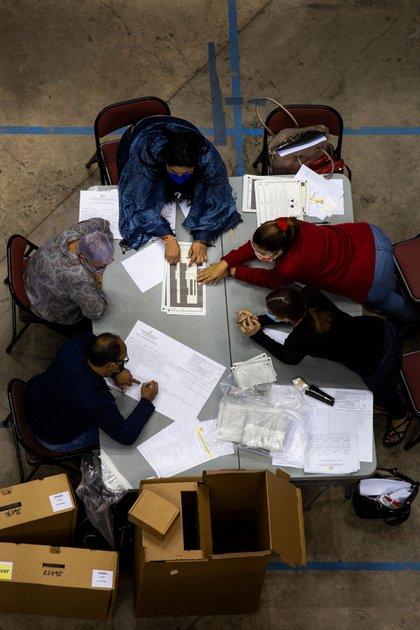 Cerca de 200 cajas de boletas que no fueron contadas aparecieron una semana después de que los puertorriqueños votaron por su gobernador, legisladores y alcaldes.Credit...Erika P. Rodriguez para The New York Times