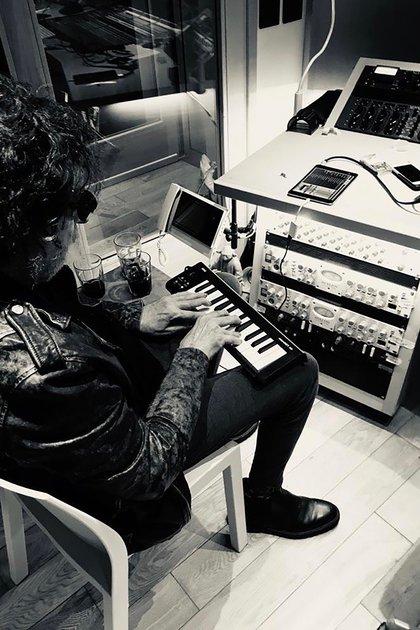 Charly en plena sesión de grabación (Gentileza: Roberto Pettinato)