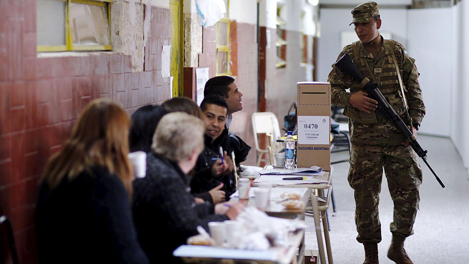 Los facilitadores deberían ser militares o policías, que tendrán la tarea de garantizar la seguridad y el cumplimiento de los protocolos. (foto Reuters)