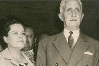 Illia junto a su esposa, Silvia Martorell, durante un acto oficial.