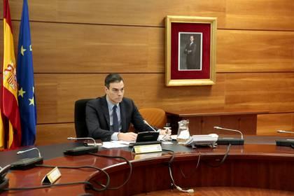 El presidente del Gobierno español en el Palacio de la Moncloa (Palacio del Moncloa/J.M Cuadrado via REUTERS)