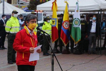 Claudia López, alcaldesa de Bogotá, entrega equipamiento a la Policía para contrarrestar la inseguridad en la capital. Foto: Alcaldía Mayor