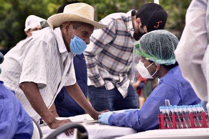 Personal de la salud realiza pruebas Covid en la ciudad de Villahermosa, en el estado de Tabasco (Foto: EFE/Jaime Ávalos)