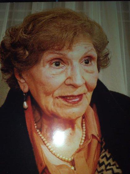 Francisca se jubiló como directora de escuela y enviudó en 1984