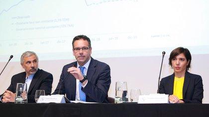 Guido Sandleris (centro), presidente del Banco Central (BCRA)
