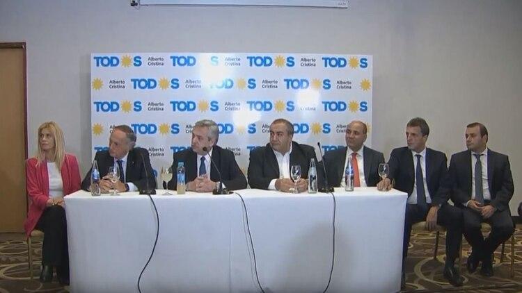 Alberto Fernández, junto a Héctor Daer y Sergio Massa, entre otros, en el acto de Tucumán