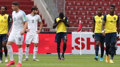 Ecuador fue una tromba amarilla en la altura: arrolló a la Celeste del Maestro Tabárez (AFP)