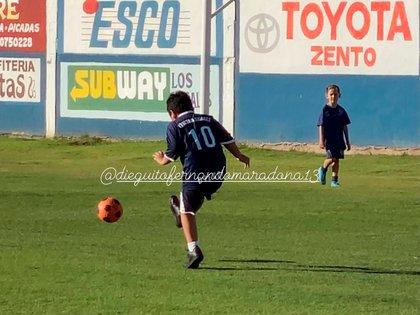 Dieguito Fernando jugando al fútbol