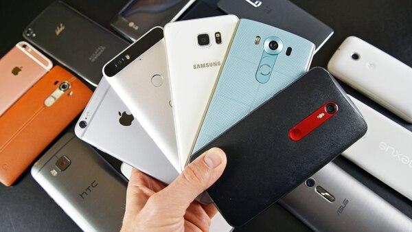 Los aparatos de pantalla grande y modelos de alta gama que entren al mercado elevarán los precios promedio de los smartphones (SoyTecno)