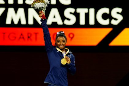 Simone Biles anunció que se sumó a la demanda de otras más de 100 atletas contra el Comité Olímpico estadounidense por los casos de abuso sexual (REUTERS/Wolfgang Rattay/File Photo)