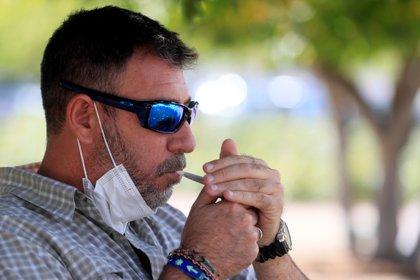 Una persona fuma entre 15 y 24 cigarros al día se pierde lo que se conoce como una micro vida al día, es decir, 30 minutos. (Foto: EFE)