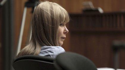 Alexandria Duval escucha un testimonio durante el inicio de su juicio por el asesinato de su hermana gemela, Anastasia (AP)