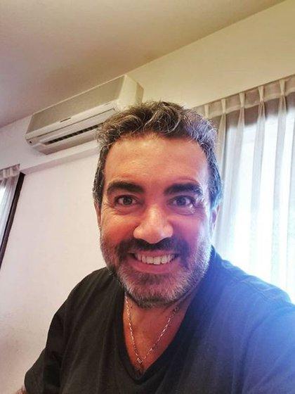 """""""Un día más en cuarentena y aún sonrío. Cuidémonos mucho, falta menos. #QuedateEnCasa"""", escribió el actor en su cuenta en Instagram junto a esta imagen el domingo pasado (Foto: Instagram)"""