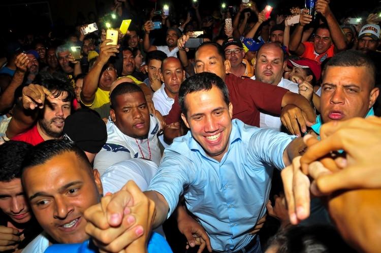Guaidó llegó con un fuerte retraso por las dificultades en el camino (Reuters)