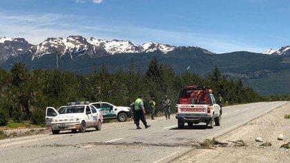 Con palos y gomeras, un grupo mapuche atacó a las fuerzas de seguridad sobre la Ruta 40