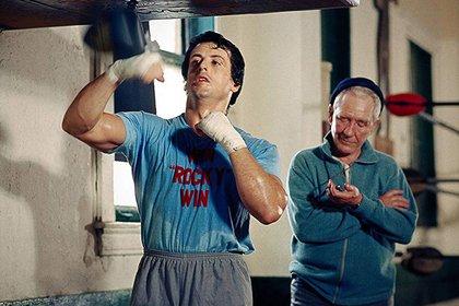 Rocky, entrenando bajo la supervisión de Mickey