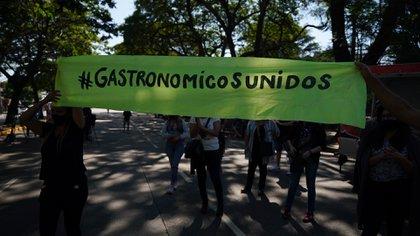 Gastronómicos protestan frente a la Quinta de Olivos contra las restricciones decretadas por el Gobierno