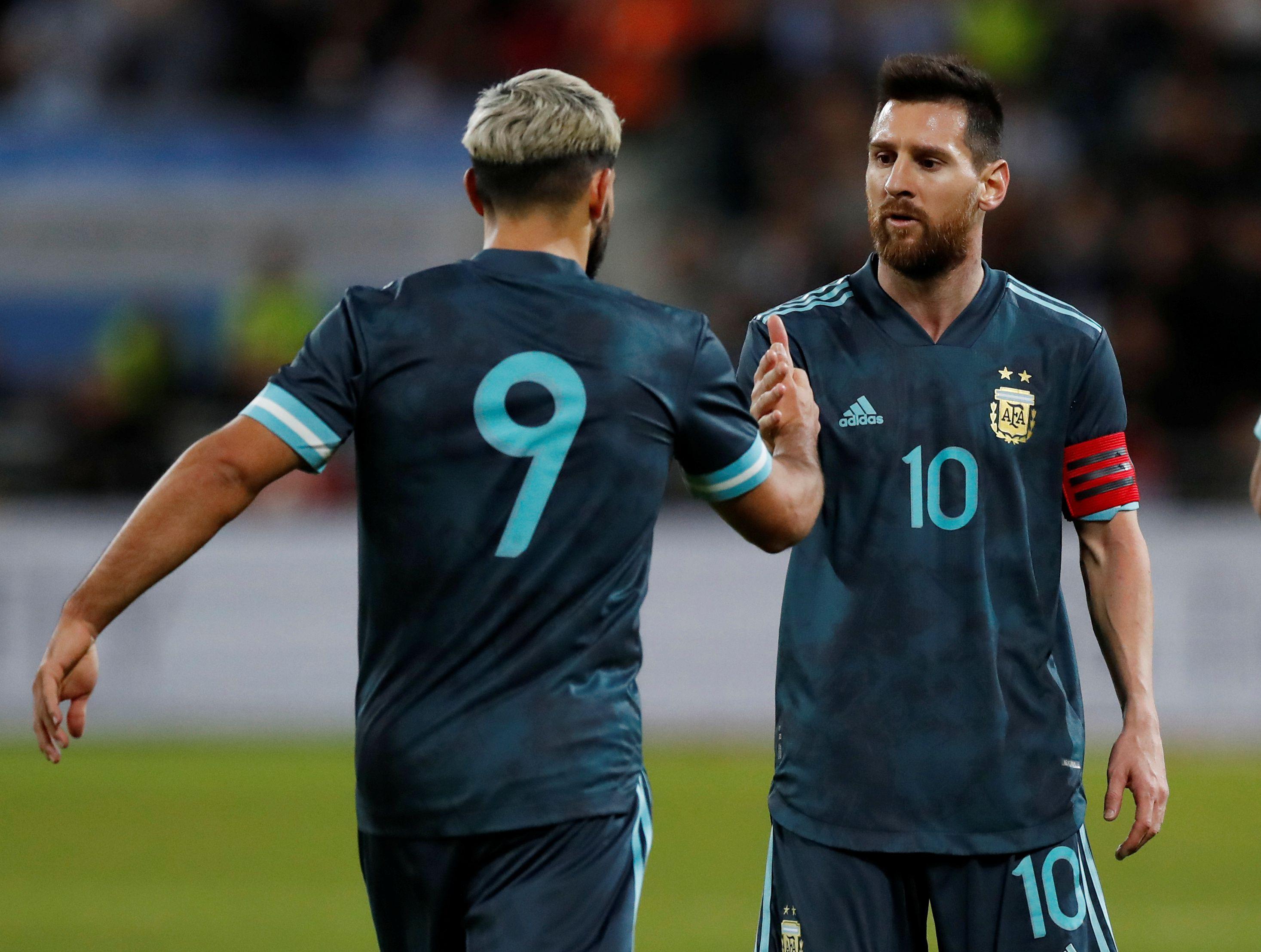 Sergio Agüero fue ofrecido al Barcelona de Lionel Messi (REUTERS/Ammar Awad)