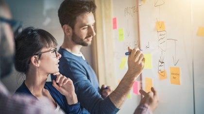 El ambiente laboral es lo primero que se percibe en una organización. Está comprobado que empleados contentos obtendrán mejores resultados (Getty Images)