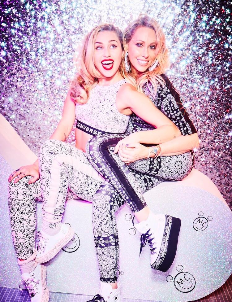 Miley Cyrus reveló que fuma marihuana con su madre, Trish (Twitter Miley)