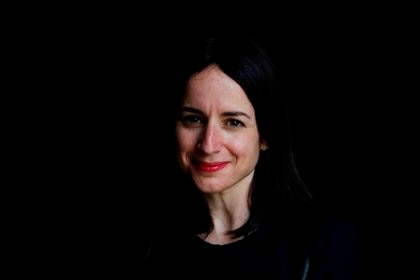 La directora chilena Maite Alberdi posa este jueves durante una entrevista concedida a Efe. EFE/Javier Etxezarreta