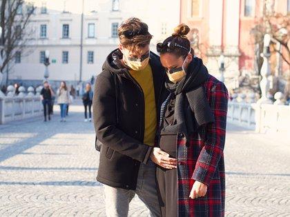 """""""Si no tomamos medidas de protección ahora, las embarazadas y sus hijos podrían correr riesgos innecesarios"""", concluyó el BMJ.(Shutterstock)"""