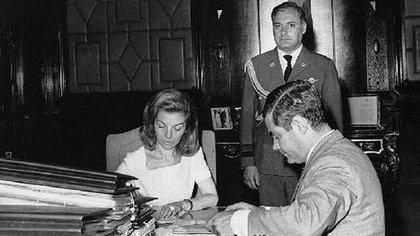 En diciembre de 1975 la Fuerza Aérea se levantó contra el gobierno de Isabel Perón. Era un ensayo y una etapa preparatoria para el golpe del 24 de marzo de 1976
