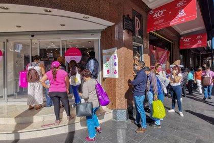 Ciudad de México, 15 de noviembre de 2020. Tiendas de ropa y departamentales lucieron filas de personas que esperaban aprovechas las ofertas del Buen Fin.