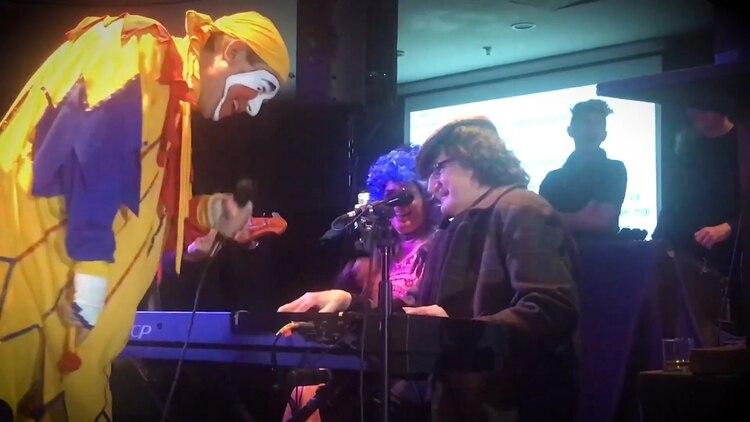 Piñón cumplió su sueño de cantar junto a Charly