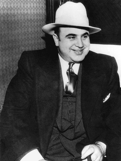 Al Capone fue un asesino. Se le atribuye haber ordenado alrededor de trescientos asesinatos. A cada uno de sus enemigos y rivales intentaba liquidarlos. Fueron pocos los que se salvaron de su saña (Shutterstock)