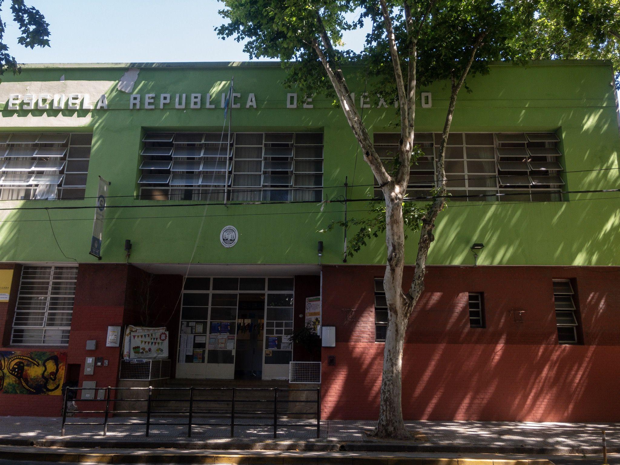 De 3º a 5º grado concurrió a la Escuela República de México, ubicada en Juan Agustín García al 2200, en el barrio porteño de La Paternal. Al comenzar 6º grado, su madre lo cambió a la escuela Avelino Herrera, ubicada en San Blas al 2238, en el mismo barrio.
