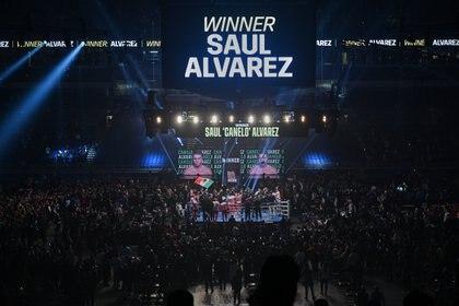 Álvarez esquivó a Smithe con facilidad (Foto: Al Powers/USA TODAY Sports)