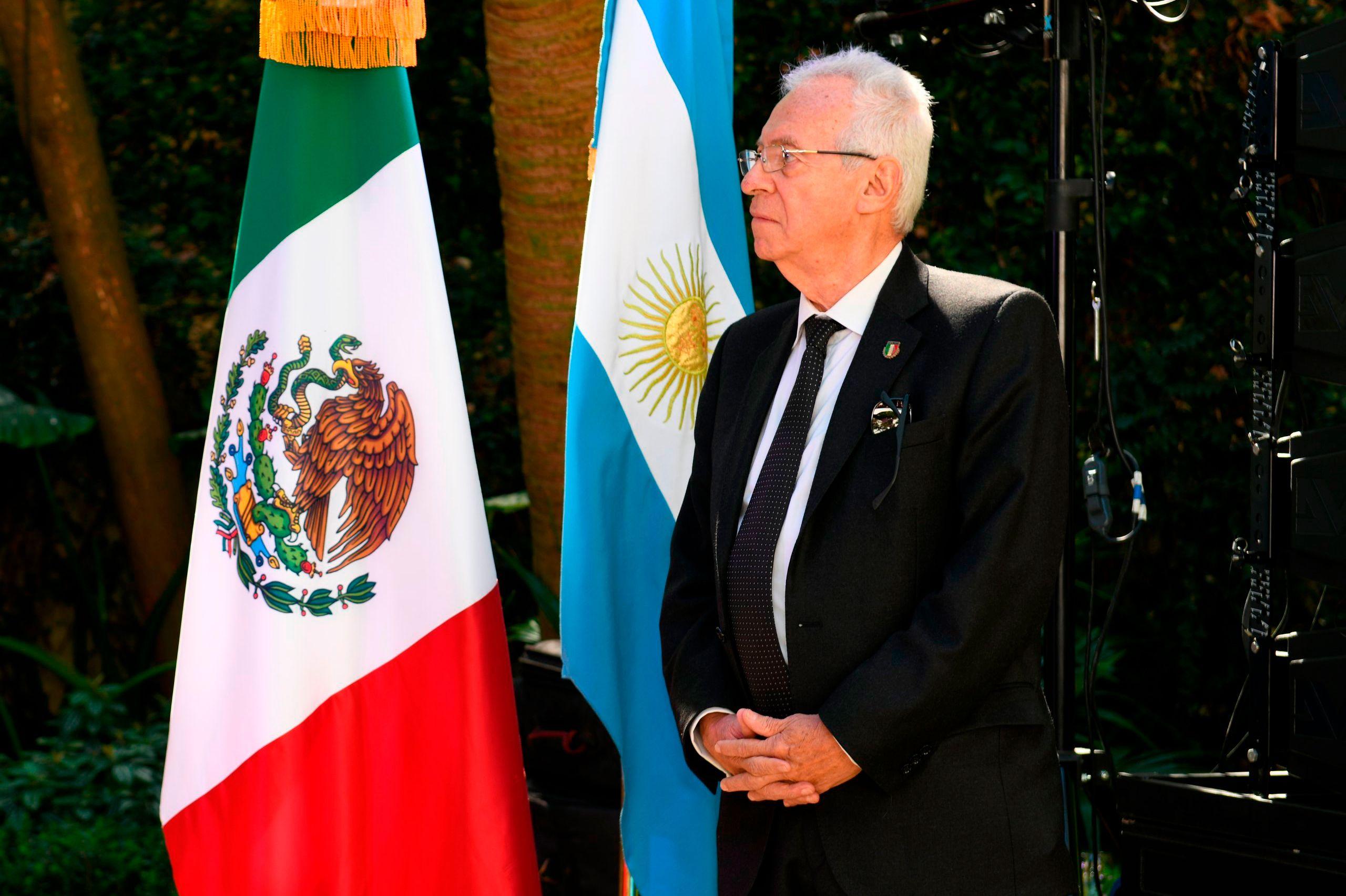 Oscar Ricardo Valero Recio Becerra, fugaz embajador de México en la Argentina. Por el hurto de un libro, fue convocado por al cancillería mexicana