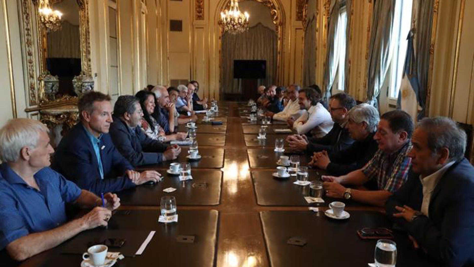 Funcionarios nacionales y dirigentes de la CGT, en una de las pocas reuniones realizadas este año