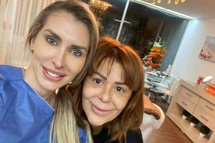 En noviembre del año pasado, la maquilladora compartió una foto de la intérprete luego de su primer microblading.  (Foto: Twitter @ juliopoliticas)