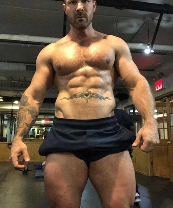 Wolf fue reconocido por sus seguidores por un tatuaje en su brazo y su abdomen