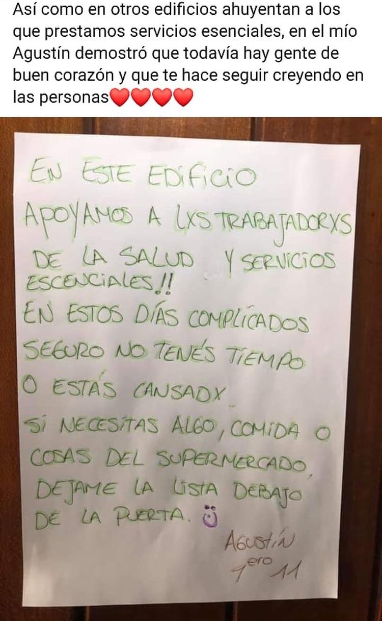 La nota de Agustín en el ascensor de su edificio de Caballito