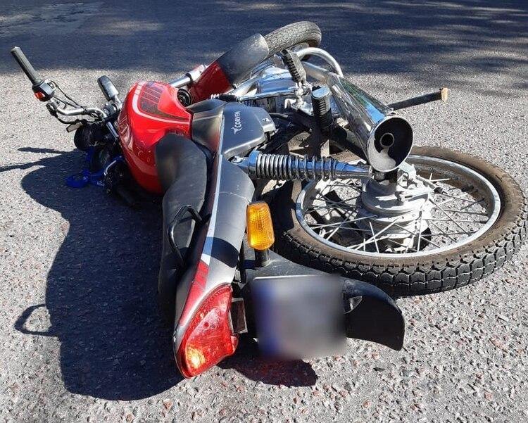 La moto en la que se trasladaban los asaltantes.