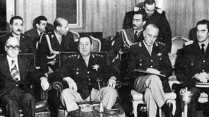 Juan Domingo Perón y Emilio Massera: el general pateó el tablero para nombrarlo jefe de la Armada (Indymedia Argentina)