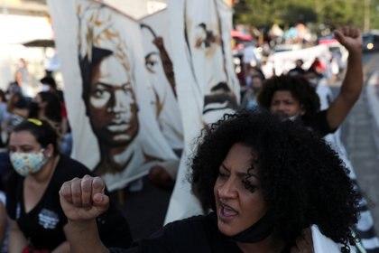 La gente ha protestado el racismo desde el asesinato de George Floyd (Foto: REUTERS/Amanda Perobelli)