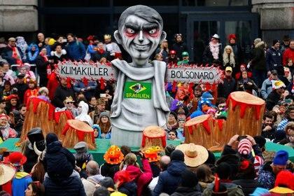 """Comparsa de """"Bolsonaro""""  REUTERS/Thilo Schmuelgen"""