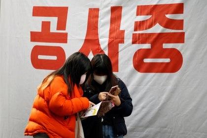 El coronavirus ya mató a más de 100 personas e infectóa más de 6 mil en China y se expande a otros países.  REUTERS/Heo Ran